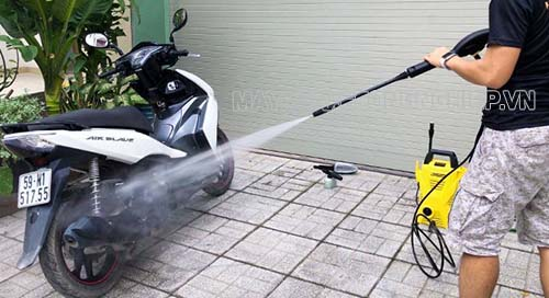Máy rửa xe công nghiệp là loại máy có áp lực nước mạnh