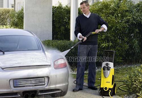 Khi chọn mua máy rửa xe gia đình, người dùng cần quan tâm tới lưu lượng nước
