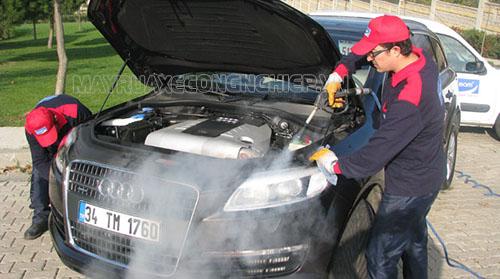 Máy rửa xe hơi nước nóng làm sạch khoang động cơ xe ô tô hiệu quả