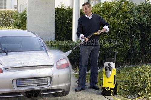 Máy rửa xe gia đình thiết kế nhỏ gọn, tiết kiệm điện được nhiều người lựa chọn hiện nay