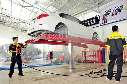 Cầu nâng 1 trụ, máy rửa xe áp lực cao,...là thiết bị cần thiết cho một cửa hàng rửa xe ô tô chuyên nghiệp