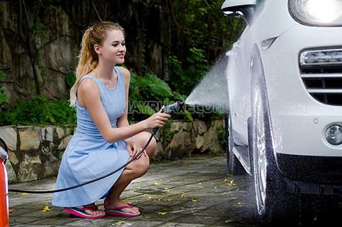 Máy rửa xe được sử dụng nhiều trong các tiệm rửa xe và gia đình hiện nay