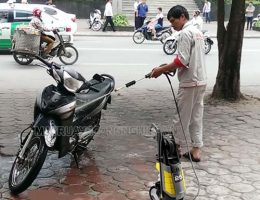 Hướng dẫn rửa xe máy tại nhà bằng máy rửa xe gia đình đúng cách