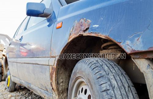 Rửa xe bằng nước giếng khoan có thể khiến xe bị rỉ sét