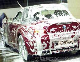 Có nên rửa xe ô tô bằng xà phòng hay không