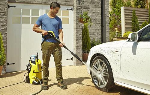 Máy rửa xe gia đình cho khả năng phun rửa hiệu quả