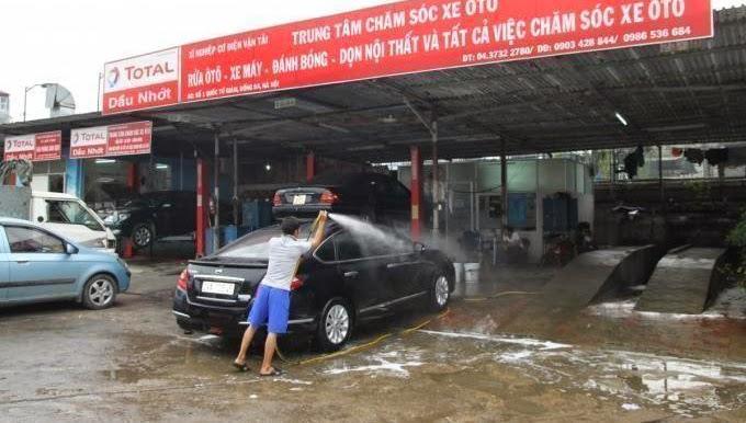 Rửa xe là một trong những hoạt động cần thiết để kéo dài tuổi thọ cho xe