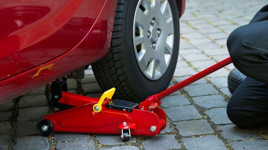 Kích cá sấu thủy lực được dùng phổ biến trong ngành sửa chữa và làm lốp xe ô tô