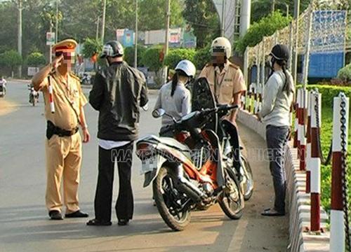 Mang theo đầy đủ giấy phép lái xe chính là chấp hành luật giao thông