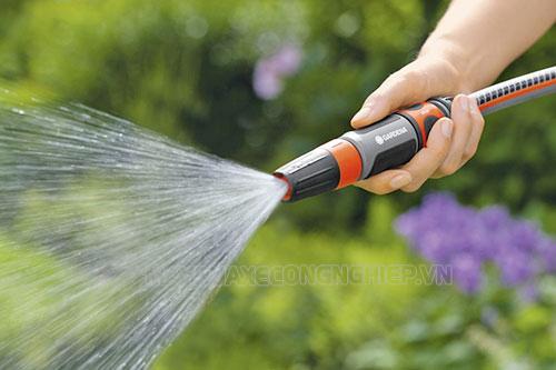 Một số thiết bị máy rửa xe còn có thể tận dụng để tưới cây vườn