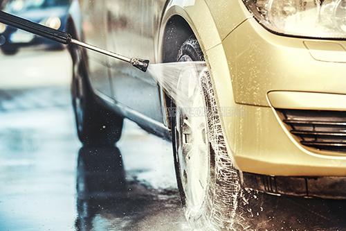 Máy xịt rửa xe là thiết bị rất phổ biến hiện nay