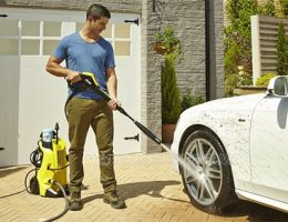 Loại máy rửa xe nào có thể vừa rửa xe, vừa tưới cây vườn